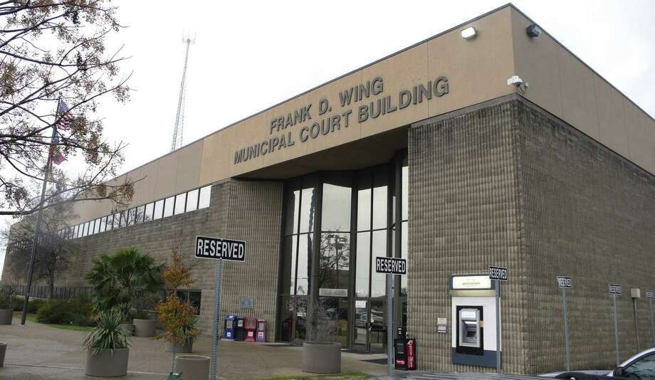 The city-owned Frank D. Wing Municipal Court Building on South Frio Street is said to be inadequate to the task of housing arrestees awating the first steps in their judicial journeys. But the city is balking at taking its business to a county-built state-of-the-art building to process people who have been arrested. Photo: John W. Gonzalez /San Antonio Express-News / San Antonio Express-News