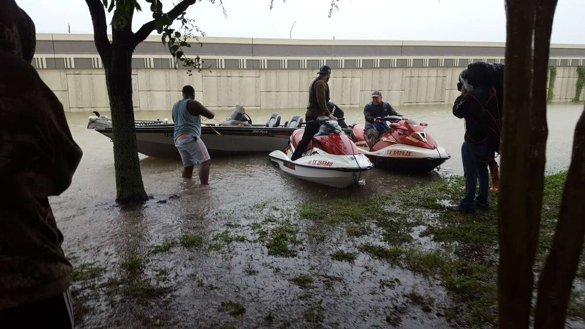 Jose Ochoa, vol. firefighter from St. Hedwig, brought a small 10' johnboat to Houston for #HarveyRelief.