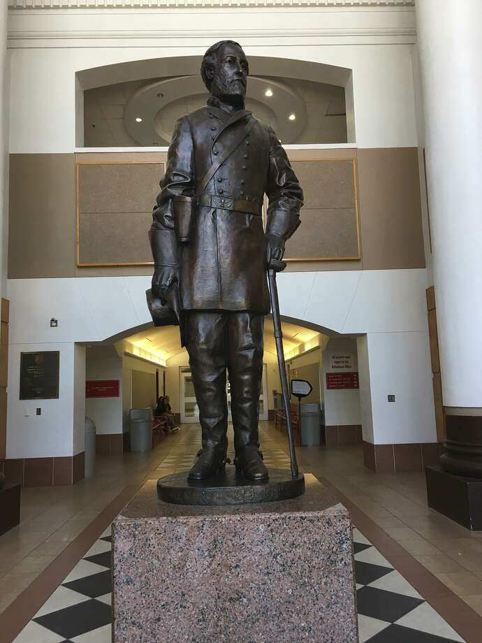 The Robert E Lee statue at Lee High School. Click through to see the funniest ways San Antonio reacted to the name change. Photo: Lauren Caruba /San Antonio Express-News / San Antonio Express-News