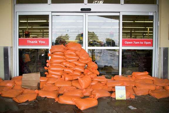 Sandbags cover the entrance of the HEB on 5417 S Braeswood Boulevard. Tuesday, Aug. 29, 2017, in Houston. ( Marie D. De Jesus / Houston Chronicle )