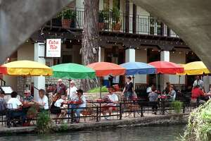 Patrons at Casa Rio on the River Walk enjoy lunch.