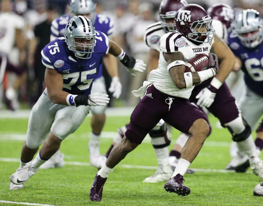 Texas A&M running back Trayveon Williams runs past Kansas State defensive end Jordan Willis (75) during the first quarter of the Texas Bowl at NRG Stadium on Dec. 28, 2016, in Houston. Photo: Brett Coomer /Houston Chronicle / © 2016 Houston Chronicle