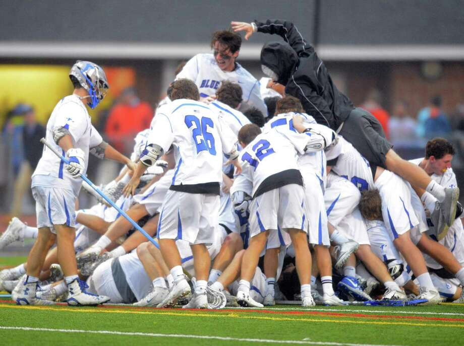 Darien lacrosse celebrates after winning the FCIAC title. The Blue Wave were named the Sportsperson of the year for Darien by the Fairfield County Sports Commission. Photo: Matthew Brown / Hearst Connecticut Media / Stamford Advocate