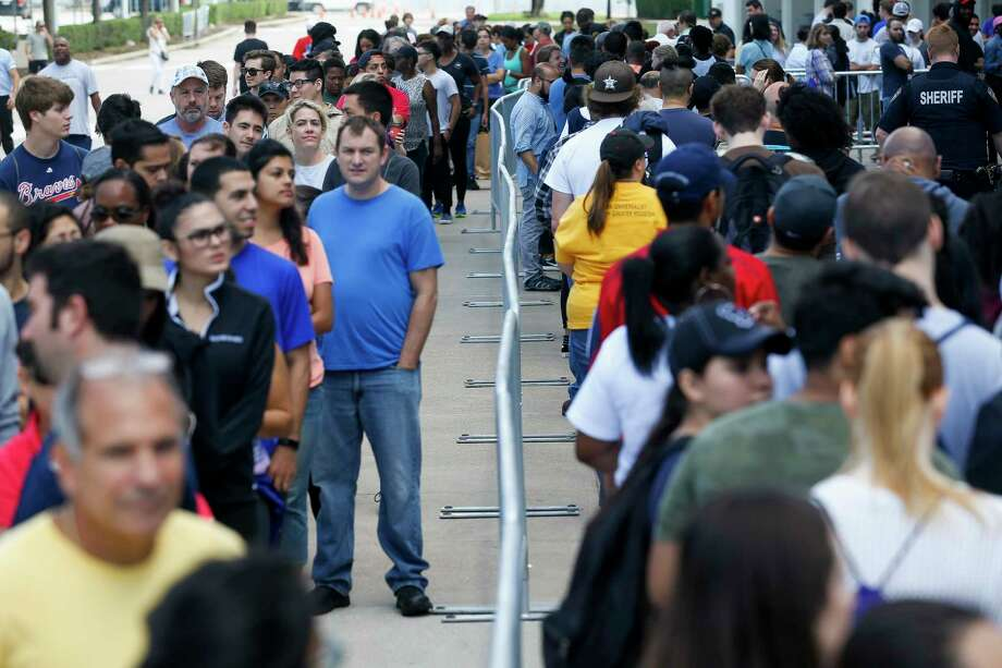 On Wednesday, would-be volunteers line up outside NRG Center. Photo: Michael Ciaglo, Houston Chronicle / Michael Ciaglo