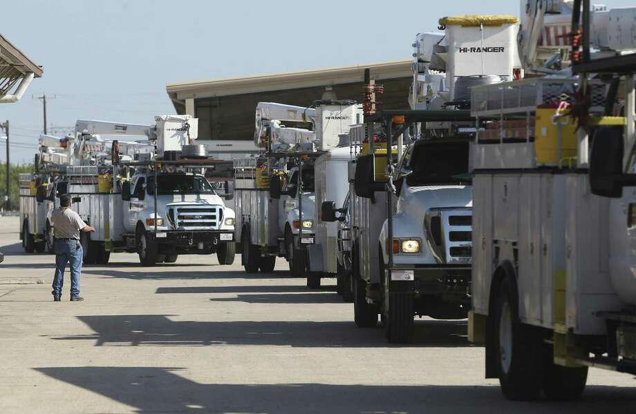 CPS Energy reports they have crews standing by to respond to potential outages. Photo: William Luther /San Antonio Express-News / © 2017 San Antonio Express-News