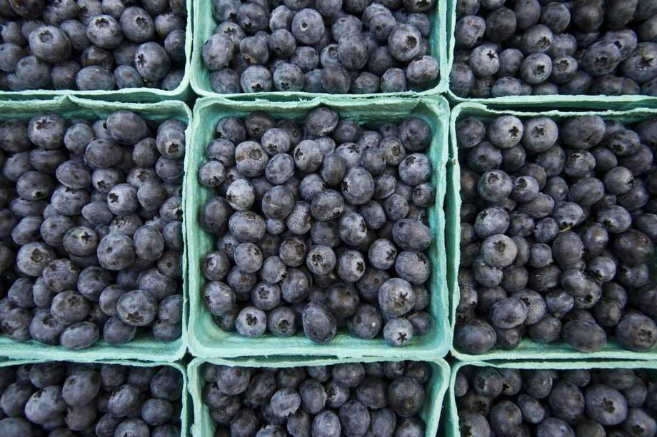 Blueberries are for sale on Wednesday, August 30, 2017 at the Midland Farmers Market. Photo: (Katy Kildee/kkildee@mdn.net)