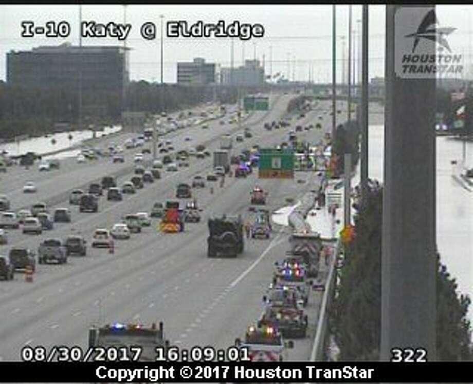 TxDOT installs barrier to keep I-10 open - Houston Chronicle