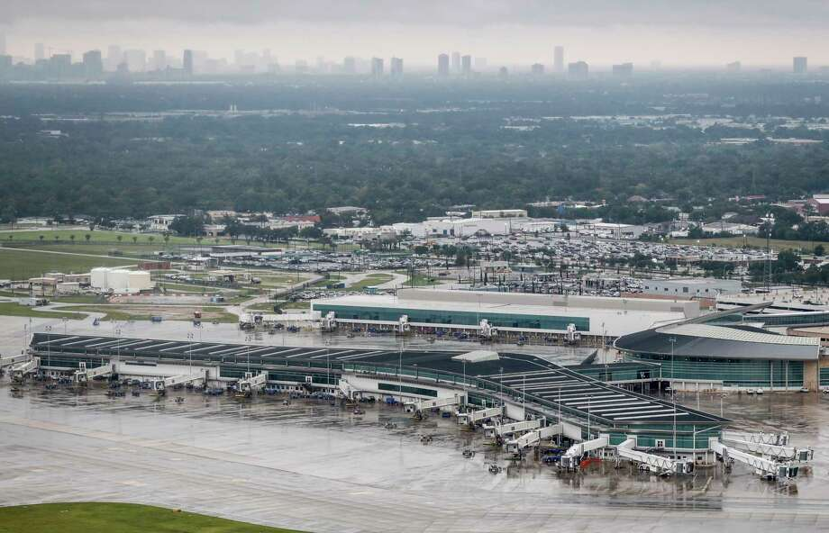 Houston airports slowly reopen, but carriers face many ...