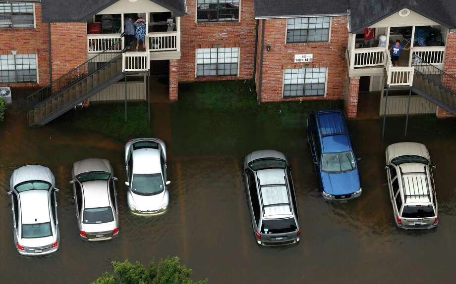 Hurricane Harvey floodwaters surround an apartment complex. State Farm has received more than 32,000 Harvey-related auto claims. Photo: Brett Coomer, Staff / © 2017 Houston Chronicle