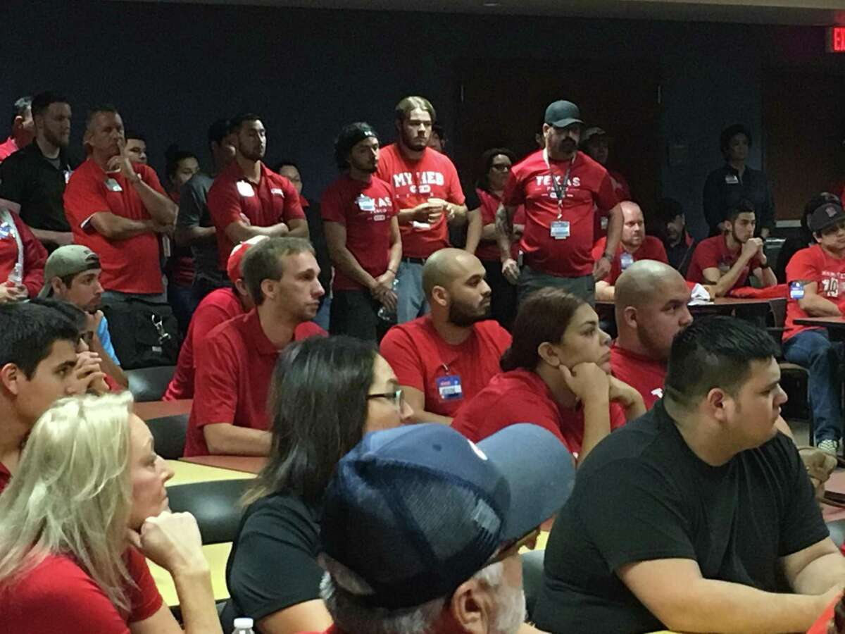 A convoy of about 100 H-E-B employees in SUVs and vans embarked from the San Antonio-based supermarket chain?'s offices at 1222 N. Main Ave. to stores in Houston Thursday morning.