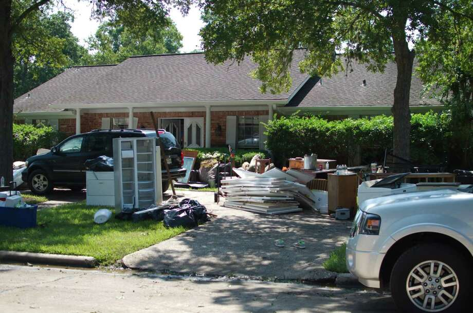 Student Athletes Get To Work Cleaning Harvey Flooded Homes
