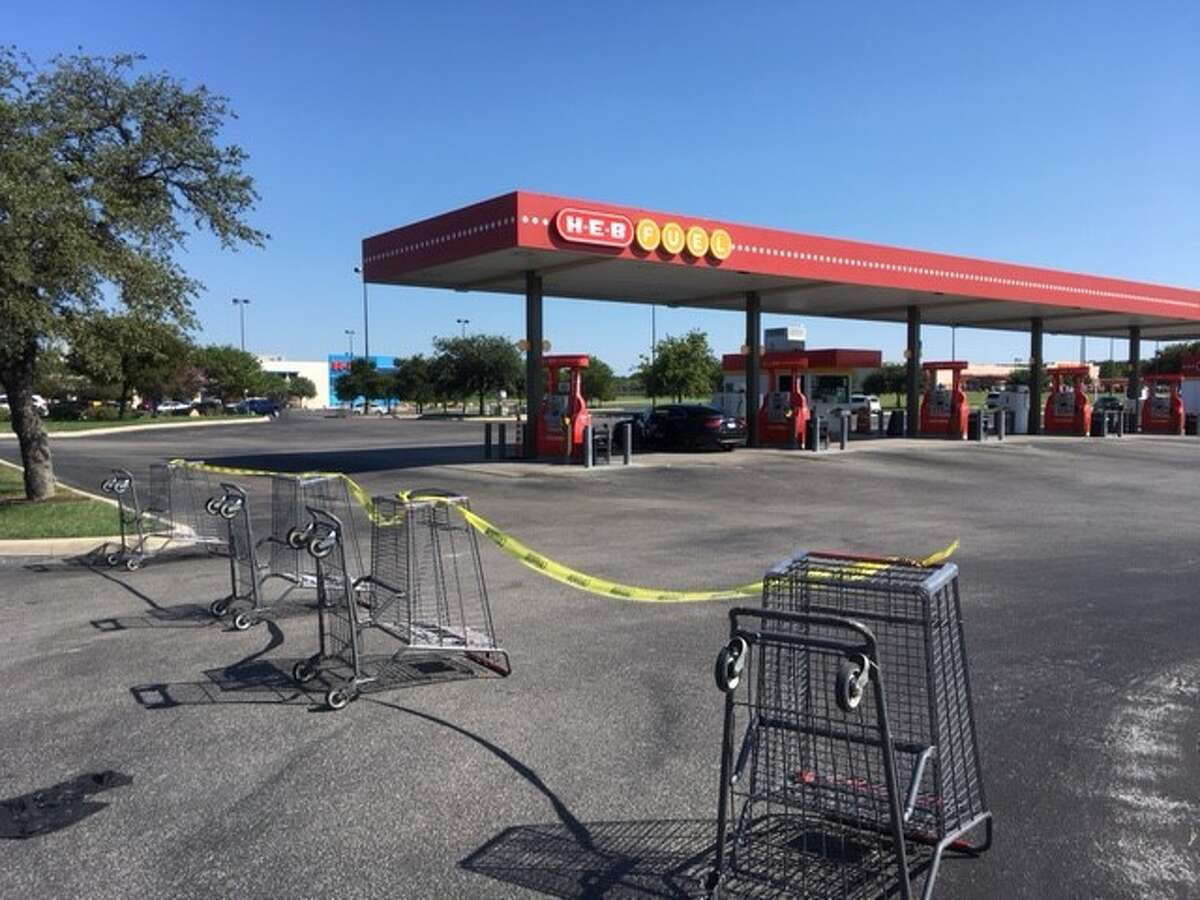 The H-E-B gas station at 5770 West loop 1604 at Culebra closed Thursday afternoon on Aug. 31, 2017.