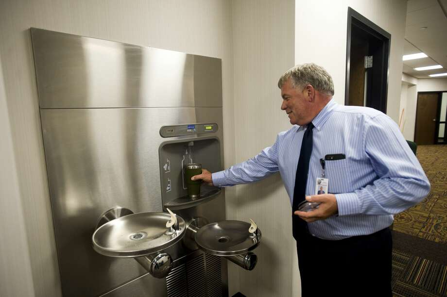 Trial Court Administrator Lance Dexter fills his cup with water from a new drinking fountain inside the newly renovated second floor of the Midland County Courthouse on Wednesday, August 31, 2017. Photo: (Katy Kildee/kkildee@mdn.net)