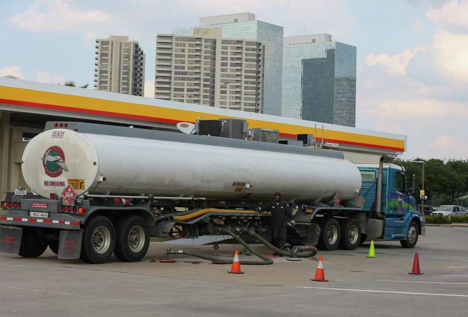 A fuel truck driver resupplies the Shell station at Weslayan and the U.S. 59 frontage road on Friday. With many refineries closed on the Gulf Coast, the fuel supply is being pinched. Photo: Yi-Chin Lee / Houston Chronicle, HarveyGas / Houston Chronicle 2017