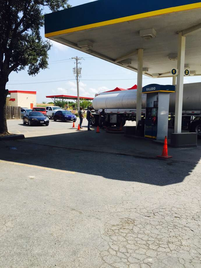 Vehicles line up as a gas truck fills the tanks at the Valley Mart, 521 U.S. 90 East, in Castroville at about 11:30 a.m., Saturday, Sept. 2, 2017. Photo: Jerry Salazar, Express-News