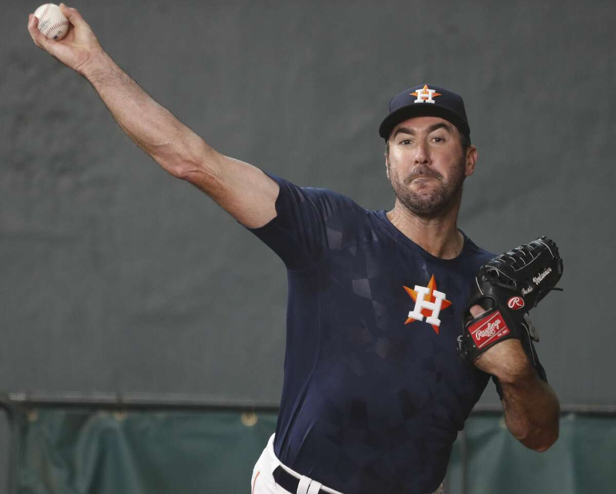 Houston Astros starting pitcher Justin Verlander, freshly arrived from Detroit, throws a bullpen session before the start of game two of a doubleheader of an MLB baseball game at Minute Maid Park, Saturday, Sept. 2, 2017, in Houston. ( Karen Warren / Houston Chronicle )