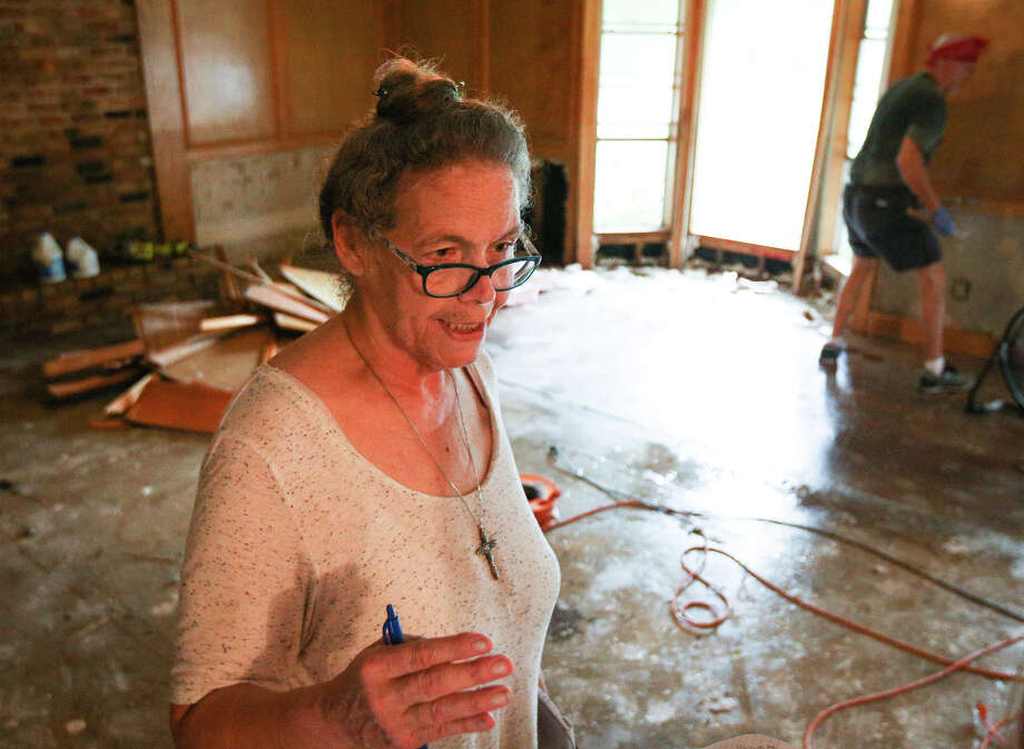 Woodloch Mayor Diane Lincoln speaks about the state of Woodloch's residents as they recover from Tropical Storm Harvey on Saturday. Photo: Michael Minasi, Staff Photographer / © 2017 Houston Chronicle