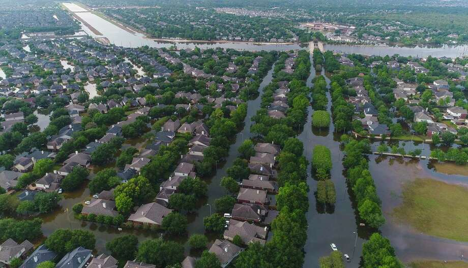 Homes in the Cinco Ranch area are surrounded by water from Barker Reservoir, Saturday, September 2, 2017, in Houston. Photo: Mark Mulligan, Houston Chronicle / 2017 Mark Mulligan / Houston Chronicle