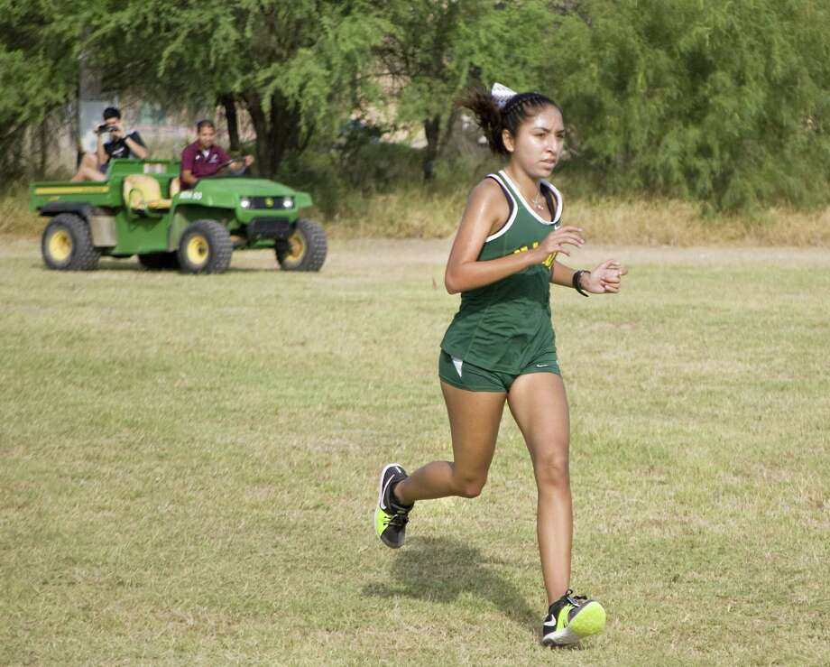 Alexa Rodriguez raced for the first time this season after transferring from Alexander and won the girls' individual title at the TAMIU Invitational. Photo: Francisco Vera /LMT / Laredo Morning Times