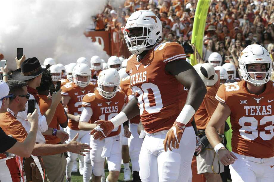 Charles Omenihu takes handshakes as Texas plays Maryland at DKR Stadium on September 2, 2017. Photo: Tom Reel, Staff / San Antonio Express-News / 2017 SAN ANTONIO EXPRESS-NEWS
