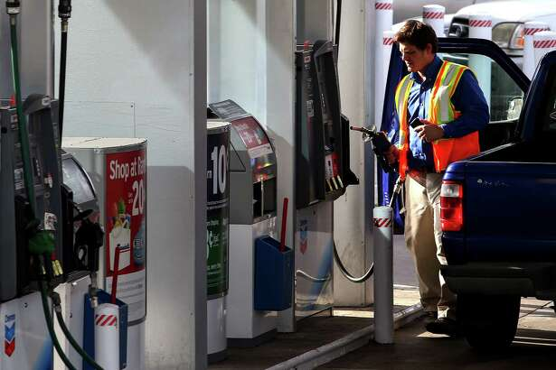 A man pumps gas at a Galleria-area gas station, Tuesday, Jan. 3, 2017, in Houston. ( Jon Shapley / Houston Chronicle )