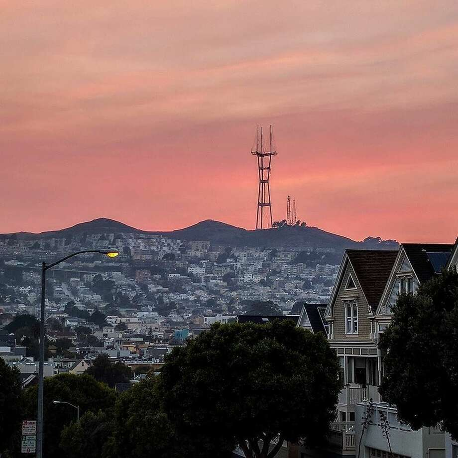 Views of San Francisco at sunset during a record-breaking heat wave.  Photo: Twitter/@sarahosell
