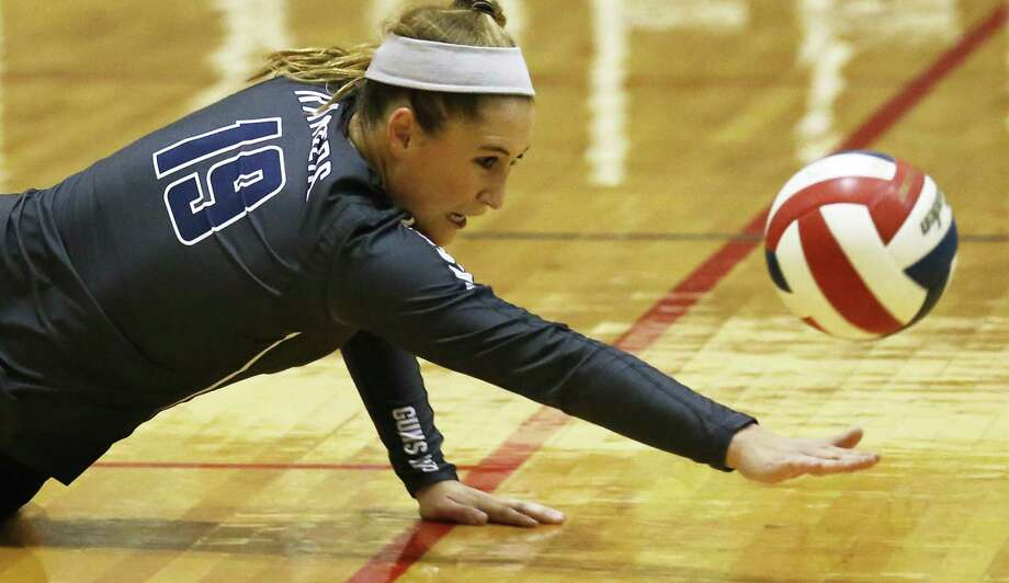 Smithson Valley's Lauren Kadilis dives for the ball during a match against New Braunfels Canyon on Sept. 15, 2015. Photo: Kin Man Hui /San Antonio Express-News / ©2015 San Antonio Express-News