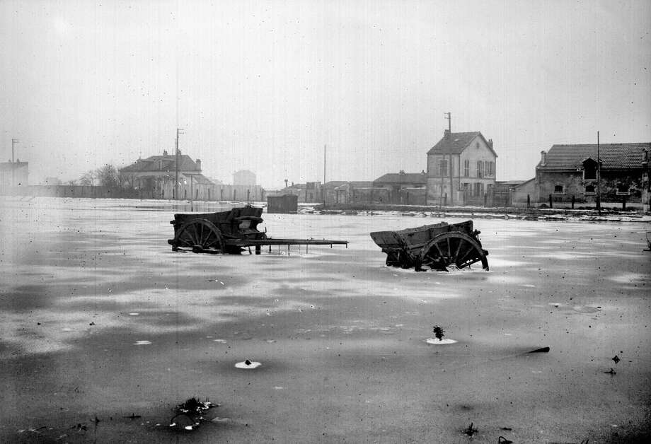 Tipcarts in floodwaters in Paris in 1910. Photo: Boyer / Roger Viollet / Getty Images