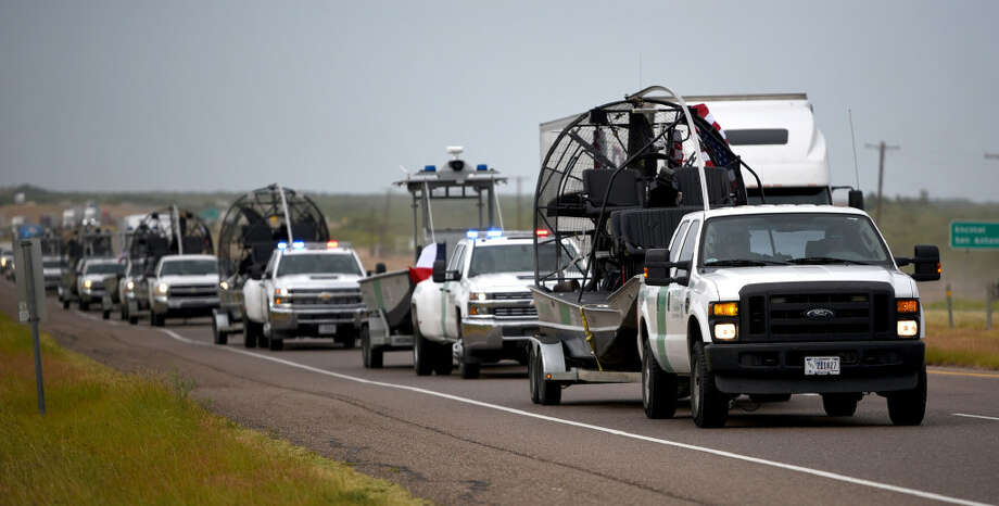 A cavalcade of the first wave of Laredo Sector Border Patrol agents travels back to Laredo on IH-35, Saturday, September 2, 2017 after helping with the Hurricane Harvey rescue and recovery efforts in Houston, Texas. Photo: Danny Zaragoza/Laredo Morning Times