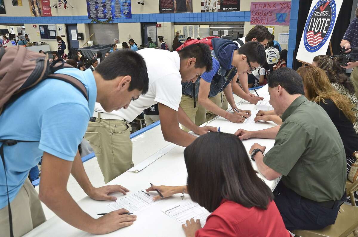 United South High School students who were eligible to vote in the November general elections in 2021 had an opportunity to register at the school cafeteria in Laredo. Texas law allows principals to register eligible students.