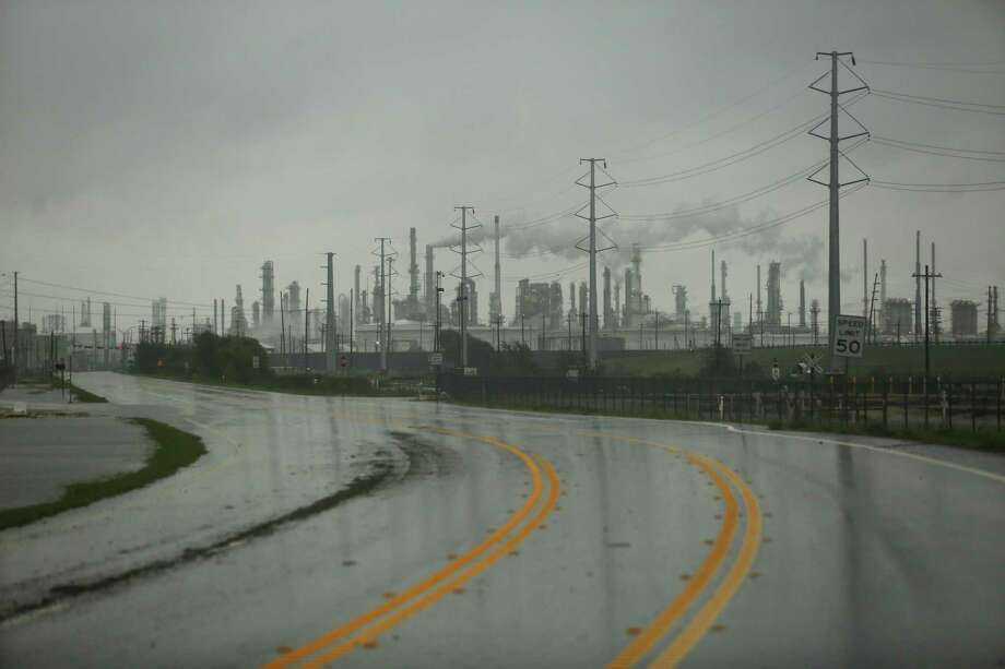 United States crude prices rise as refineries restart production