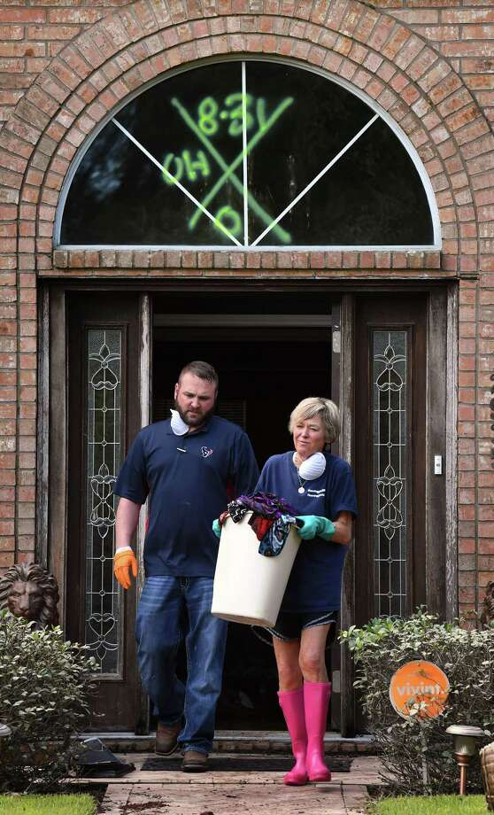 Brandon Giacomo helps his mother Pam Porter clean out her father's Northwest Forest home on Tuesday. Area residents were allowed to return home Tuesday morning for the first time since Tropical Storm Harvey flooded Southeast Texas.  Photo taken Tuesday, September 05, 2017 Guiseppe Barranco/The Enterprise Photo: Guiseppe Barranco, Photo Editor / Guiseppe Barranco ©