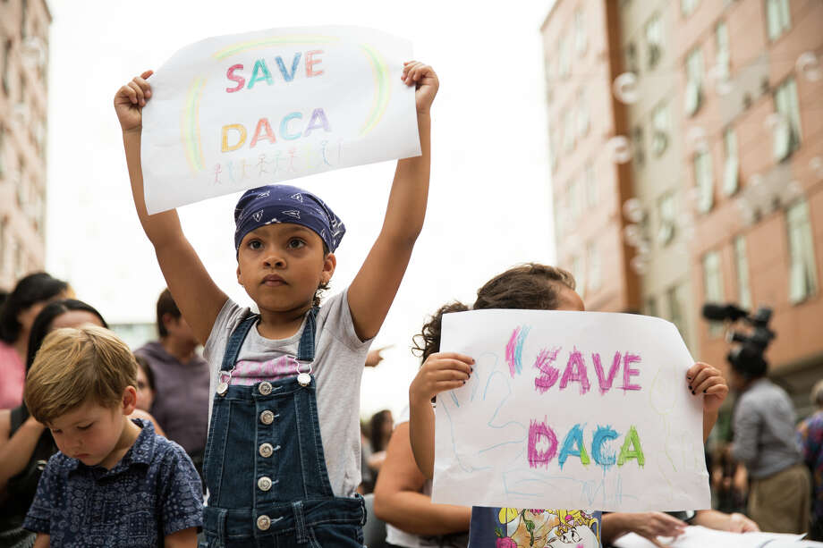 """Children from Jose Marti Child Development Center hold signs and chain """"ÁSi se puede! during a rally against President Trump's decision to end DACA at El Centro De La Raza. Photo: GRANT HINDSLEY, SEATTLEPI.COM / SEATTLEPI.COM"""