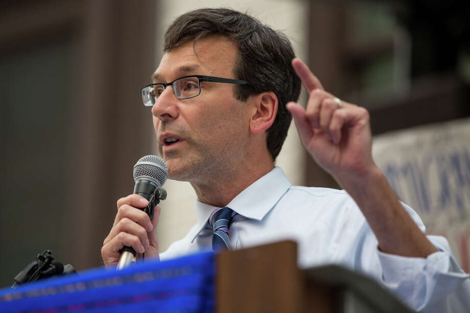 Washington's high-profile, Trump-challenging Attorney General Bob Ferguson on Monday threw his support to Jenny Durkan for Mayor of Seattle. Photo: GRANT HINDSLEY, SEATTLEPI.COM / SEATTLEPI.COM