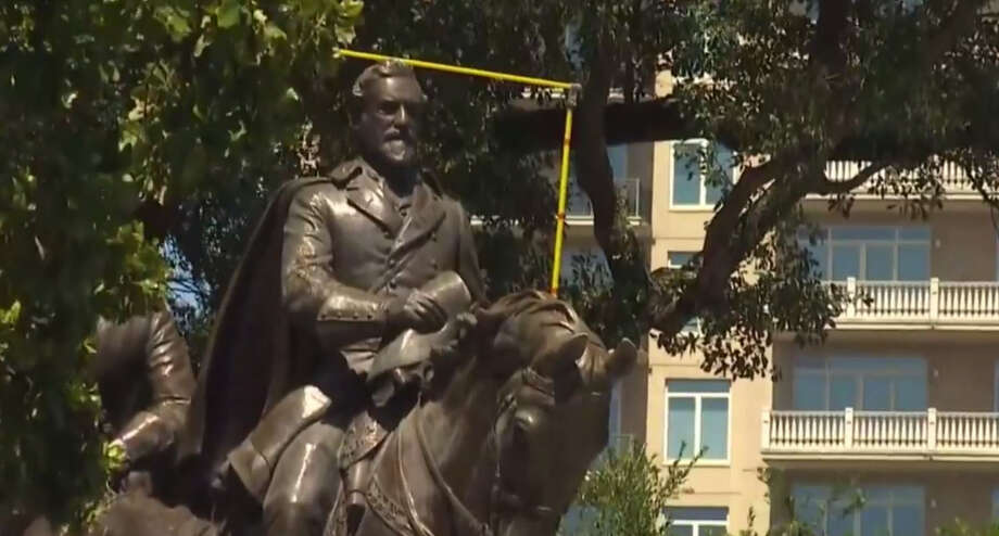 The city of Dallas Robert E. Lee statue. Photo: WFAA/Facebook