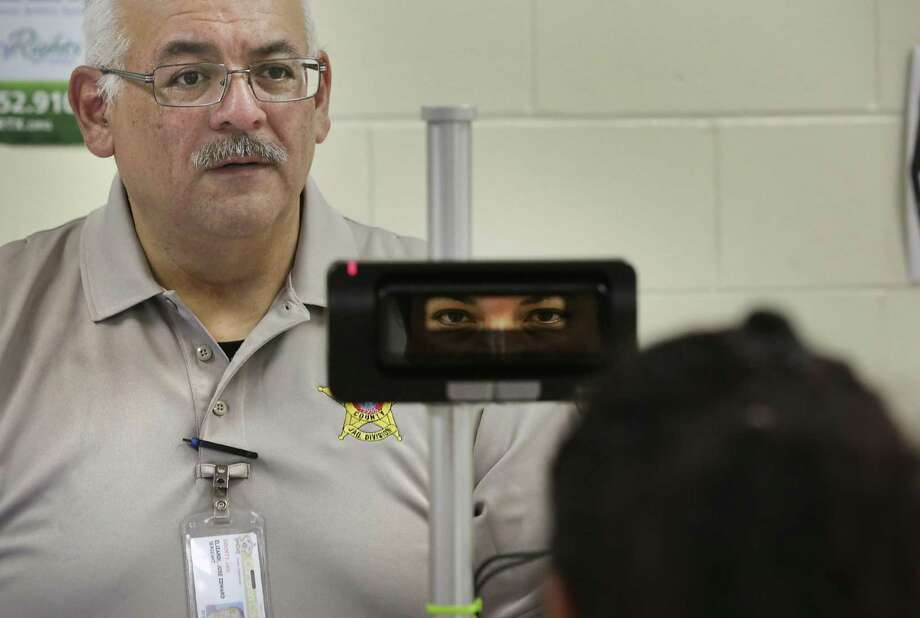 Lt. Joe Elizardi scans an inmate's eyes at Carrizales-Rucker Detention Center in Olmito, TX, on Friday Aug. 18, 2017. Photo: Bob Owen, Staff / San Antonio Express-News / ©2017 San Antonio Express-News