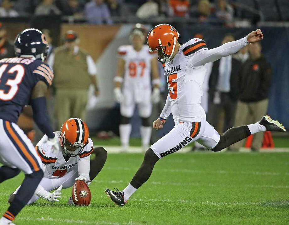 Zane Gonzalez #5 of the Cleveland Browns kicks a 53-yard field goal out of the hold of Britton Colquitt #4 against the Chicago Bears during a preseason game at Soldier Field on Aug. 31, 2017 in Chicago. Photo: Jonathan Daniel, Staff / 2017 Getty Images