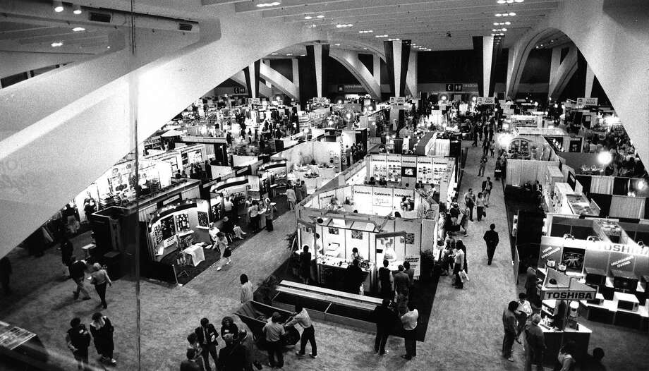 The subterranean exhibition hall at Moscone Center as it looked on March 14, 1987, when it hosted the Gourmet Food Show. Photo: Jerry Telfer, San Francisco Chronicle