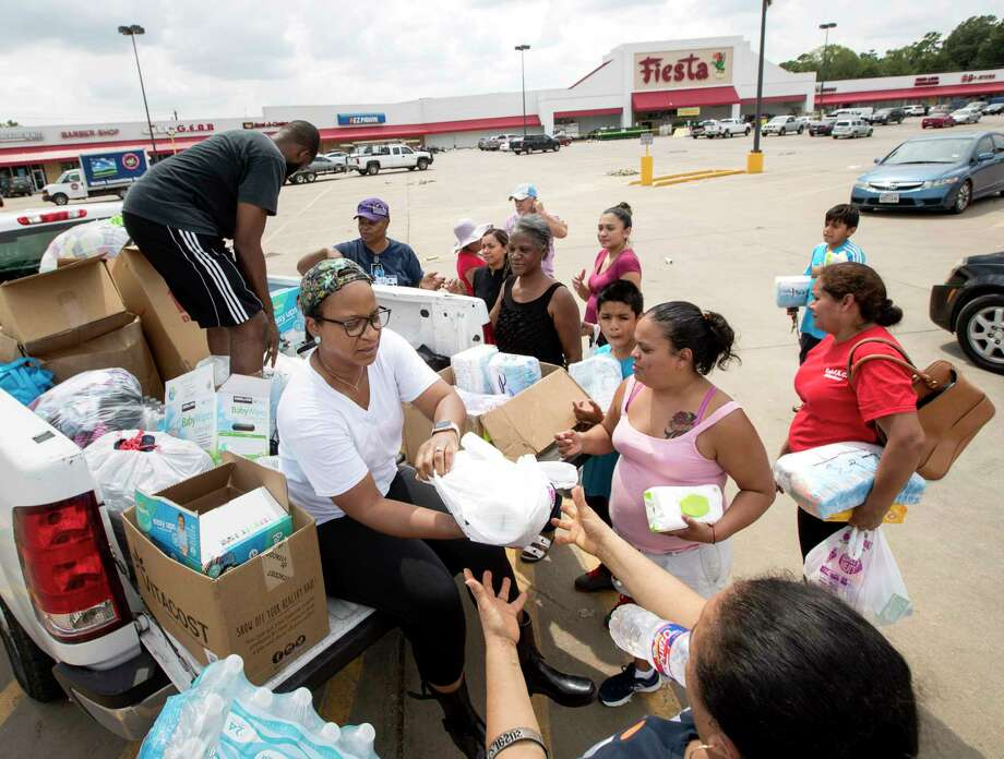 The Fiesta Mart on Mesa at Tidwell has been closed for almost four weeks because of Hurricane Harvey damage. Photo: Jon Shapley, Staff / © 2017 Houston Chronicle