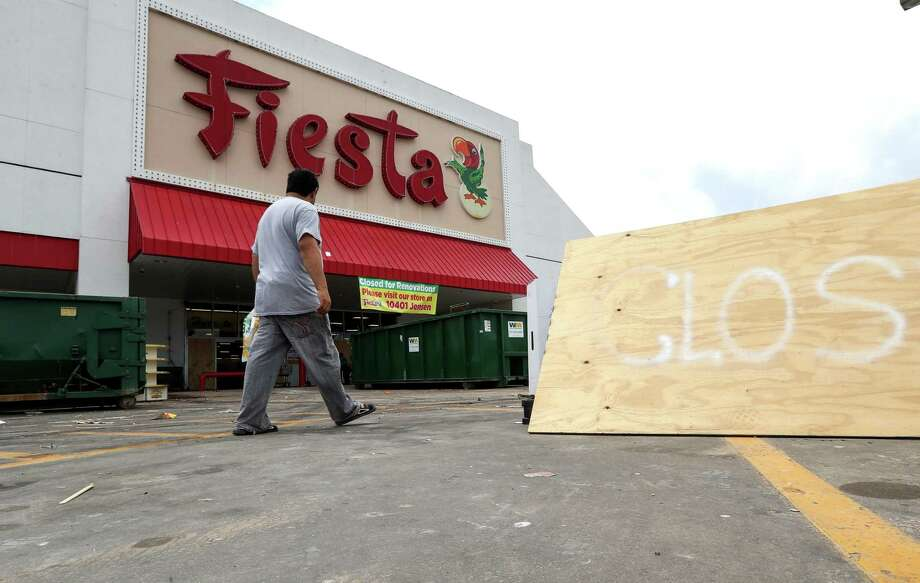 A Fiesta grocery store at the corner of Mesa Drive and Tidwell Road is seen Tuesday, Sept. 5, 2017, in Houston. The store flooded during Tropical Storm Harvey.  ( Jon Shapley / Houston Chronicle ) Photo: Jon Shapley, Staff / © 2017 Houston Chronicle