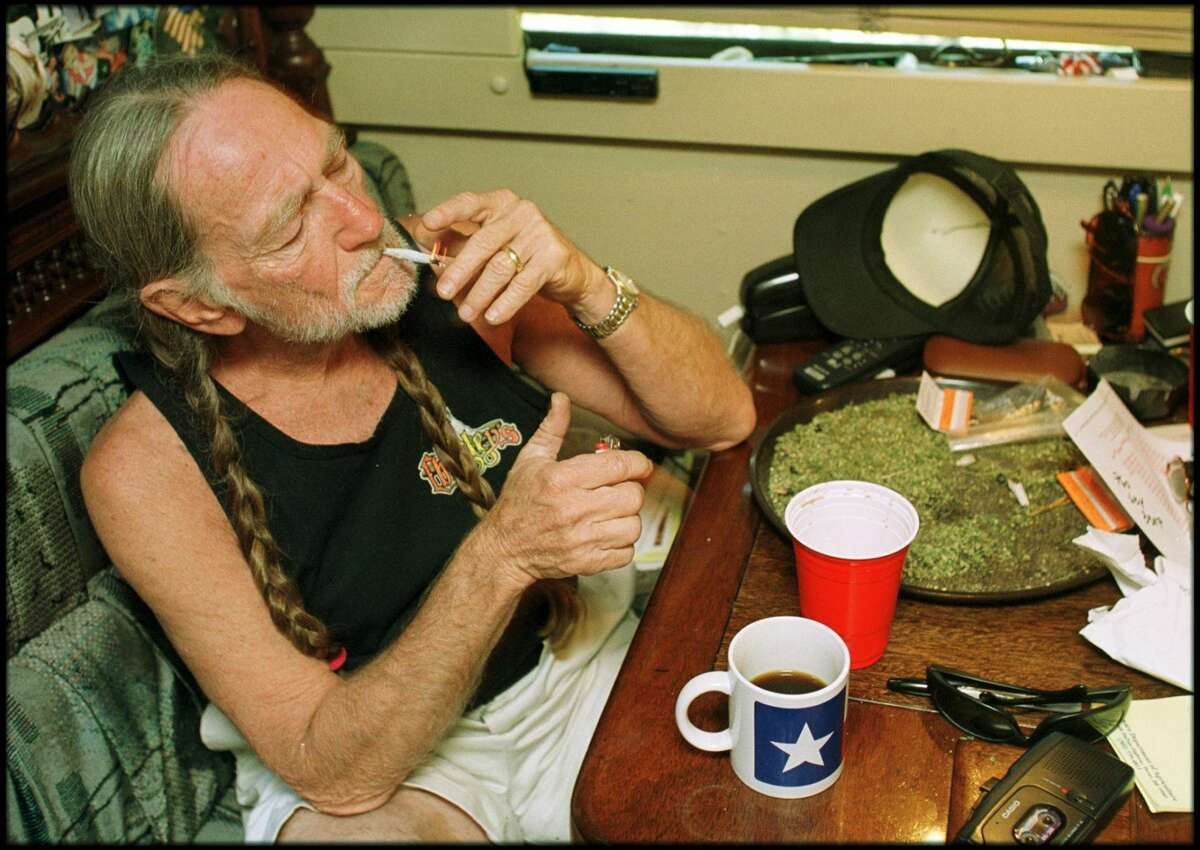 Celebrities who smoke marijuana If you're unaware that Willie Nelson enjoys smoking marijuana, this list is going to blow your mind. Nelson has his own marijuana-focused business. His wife has joined the industry too, making it a family affair. See other celebrities who have been linked to marijuana up ahead.