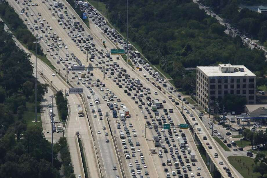 Post-Harvey traffic along Loop 610 near the Galleria and Uptown. Photo: Photo: Michael Ciaglo, Houston Chronicle