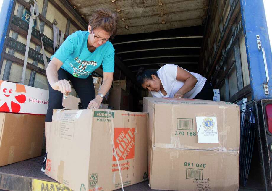 Volunteers unload a truck of donated supplied from the Long Island Lions Club and Phoenix Charity for Hurricane Harvey relief Thursday, Sept. 7, 2017, in Conroe. Photo: Jason Fochtman, Houston Chronicle / © 2017 Houston Chronicle