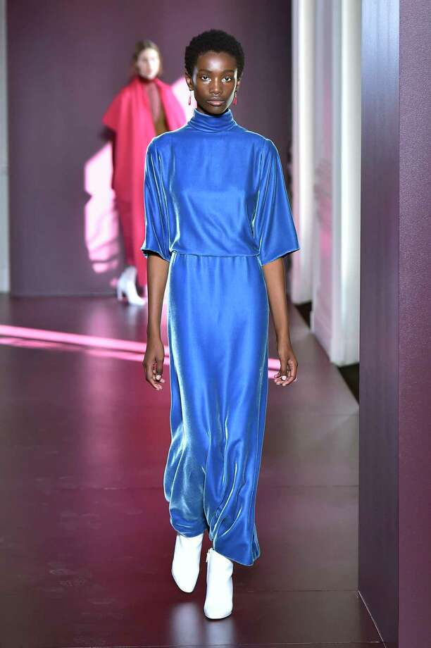 THE BLUES: Valentino Photo: (Photo By Catwalking/Getty Images), Contributor / 2017 Catwalking