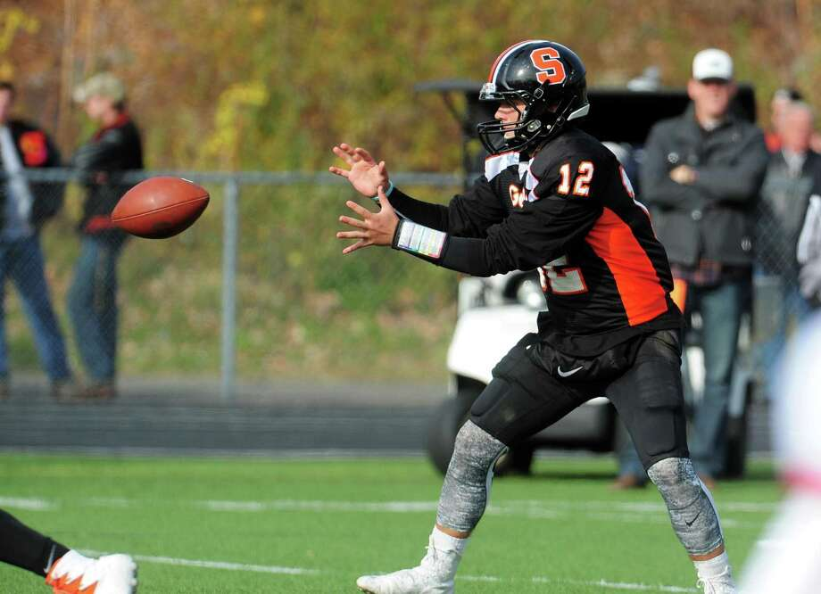 QB Jake Roberts. Thanksgiving Day football action between Shelton and Derby in Shelton, Conn. on Thursday Nov. 24, 2016. Photo: Christian Abraham / Hearst Connecticut Media / Connecticut Post