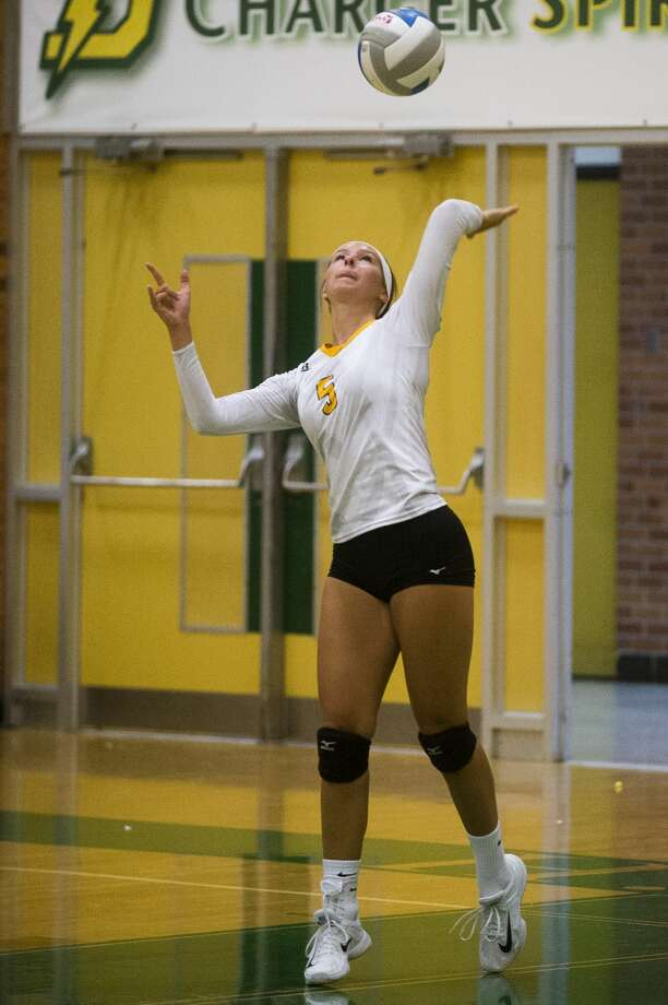 Bay City Western senior Payton Boswell serves the ball during a game against Dow on Thursday, September 7, 2017 at H. H. Dow High School. (Katy Kildee/kkildee@mdn.net) Photo: (Katy Kildee/kkildee@mdn.net)
