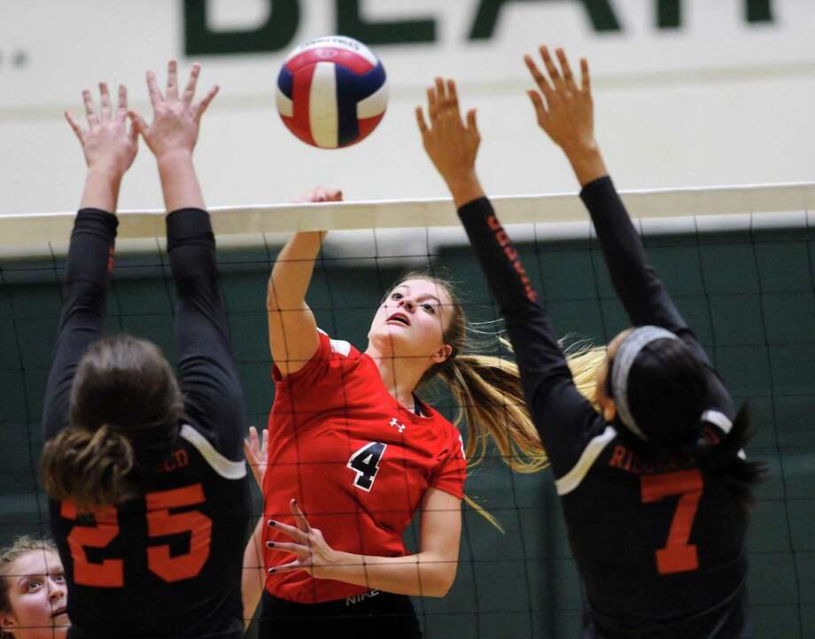 Senior middle hitter and captain Tara Ford (4) and Greenwich have high expectations entering this season. Photo: Bob Luckey Jr. / Hearst Connecticut Media / Greenwich Time