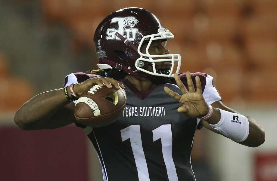 Texas Southern Tigers quarterback Jay Christophe (11) makes a pass during the third quarter of the game at BBVA Compass Stadium Thursday, Sept. 7, 2017, in Houston. ( Yi-Chin Lee / Houston Chronicle ) Photo: Yi-Chin Lee/Houston Chronicle