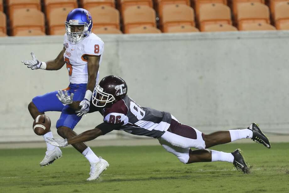 Houston Baptist Huskies cornerback Raphael Lewis (8) cannot get a intercept and Texas Southern Tigers wide receiver DeAndre Angelle (86) cannot complete a pass during the fourth quarter of the game at BBVA Compass Stadium Thursday, Sept. 7, 2017, in Houston. Texas Southern Tigers lost to Houston Baptist Huskies 24-17. ( Yi-Chin Lee / Houston Chronicle ) Photo: Yi-Chin Lee/Houston Chronicle