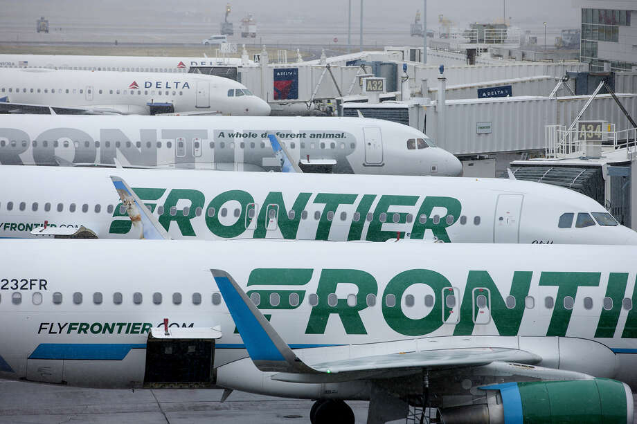 FILE PHOTO: Frontier Airlines planes are in the foreground at Denver International Airport on April 4, 2017. Photo: Matt Staver/Bloomberg) / Bloomberg